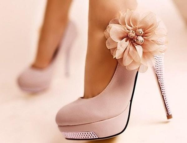 H 1 Giày cao gót đẹp, nhưng coi chừng!